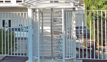 ezi-security-security-solutions-crowd-control-barriers